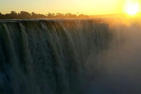 на реке замбези чудо мирового масштаба