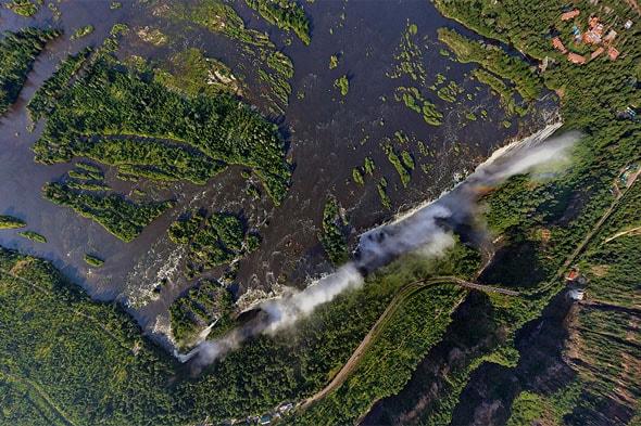 русло реки замбези оказывается перерезано узкой трещиной
