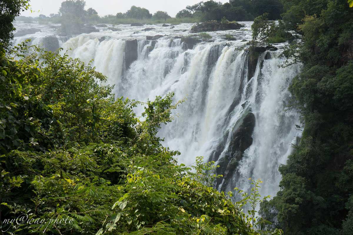 на реке замбези виктория величайший водопад в мире