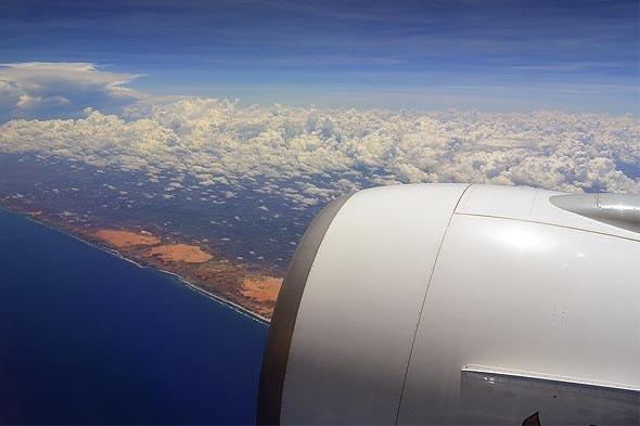 перелет заканчивается внизу видна африка