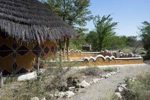 домик с глинобитными стенами