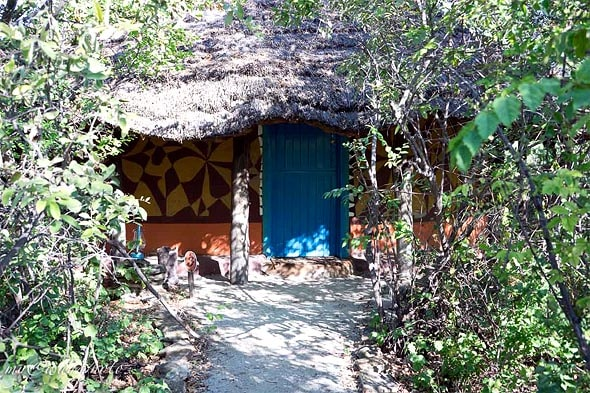 домик с голубой дверью на планете баобаб