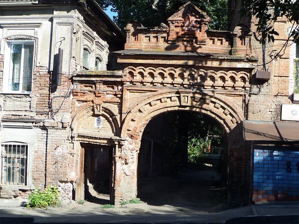 в старых саратовских двориках
