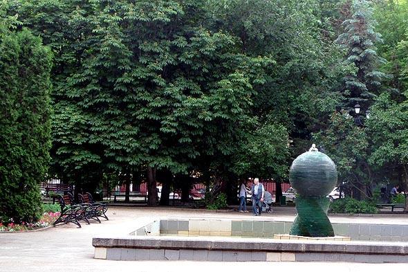 фонтан и бассейн в липках