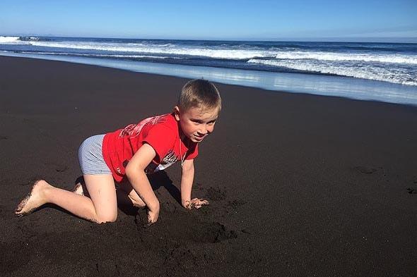 халактырский пляж черные песчаные пространства