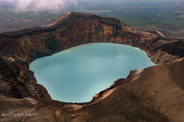 цвет озера на вершине малого семячика