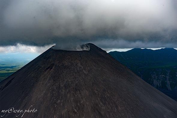 вулкан карымский выходят горячие газы