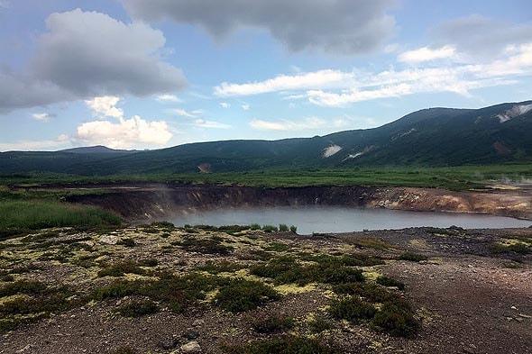 кальдера вулкана узон спокойное на вид банное озеро