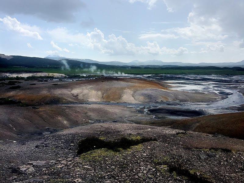 поток натуральной серной кислоты из озера хлоридное