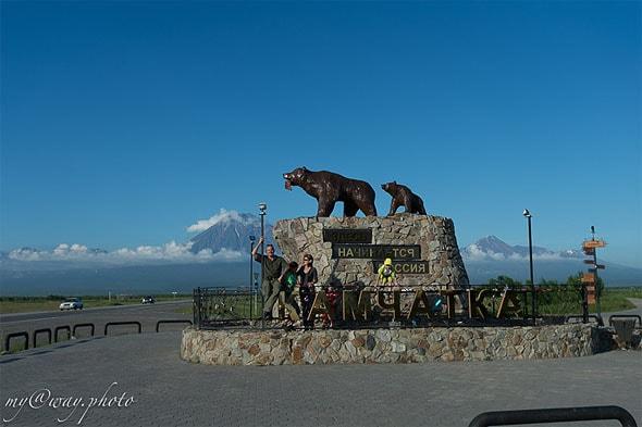 мимо памятника медведям