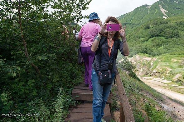 экскурсия по долине гейзеров на камчатке идти только по мосткам