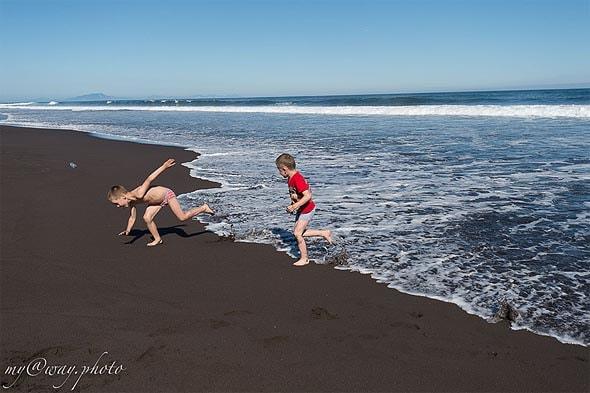 удовольствие убегать от настигающей тебя волны