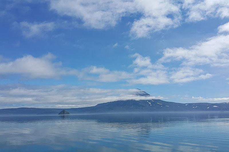остров алаида в сиреневой дымке