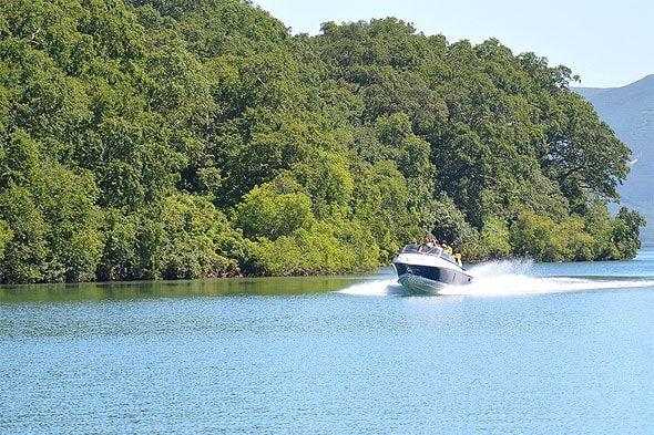 на катере по курильскому озеру