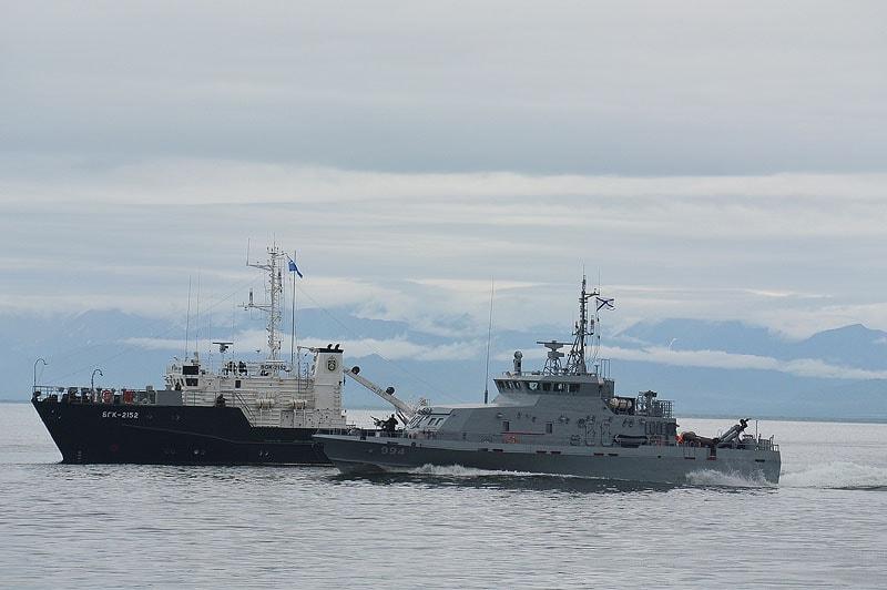 в эпизоде с пиратами задействован большой гидрографический катер недавно пополнивший состав тихоокеанского флота