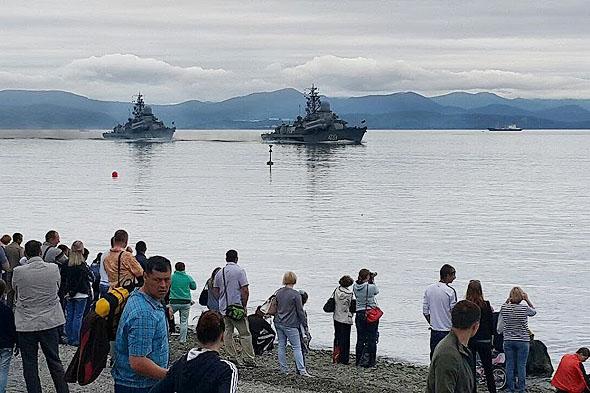 флотские силы на рейде у Петропавловска камчатского