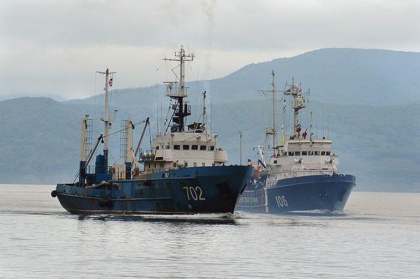 андреевский флаг развевается над кораблями представляющими суда военно морского назначения
