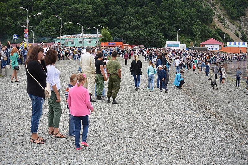 в ожидании праздника вмф россии на побережье собрались тысячи жителей и гостей края