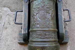 герб разумовского фрагмент оформления трехфунтовой пушки