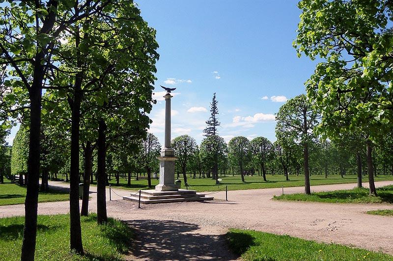 мемориальная колонна в память о визите монарха в арангельское