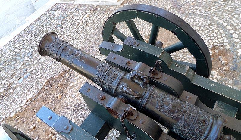пехотная однофунтовая пушка в усадьбе архангельское