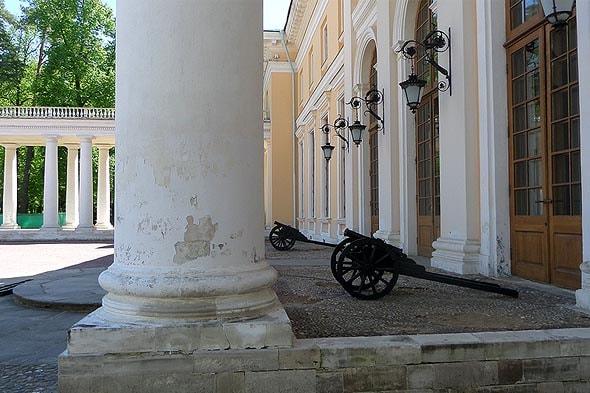 вход в большой дом усадьба архангельское князей юсуповых