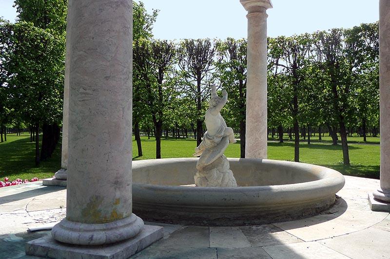 усадьба архангельское фонтан в розовой беседке