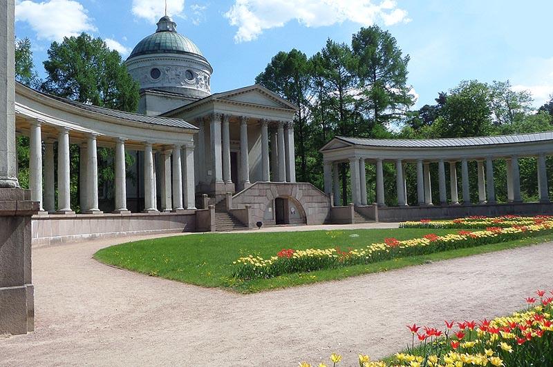 архангельское колоннада строилась как мемориальный храм в честь святителя николая