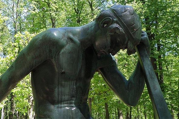 печальный юноша фрагмент скульптуры барта