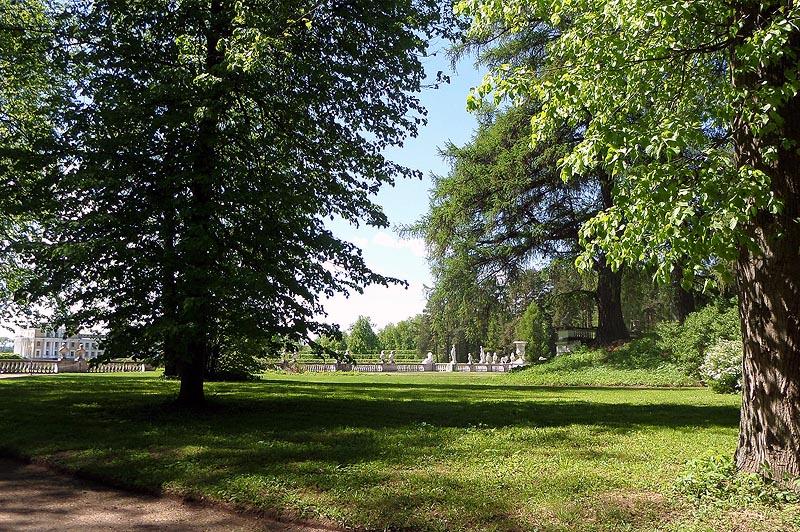 регулярную часть парка веером окружали рощи превращенные в пейзажные парки