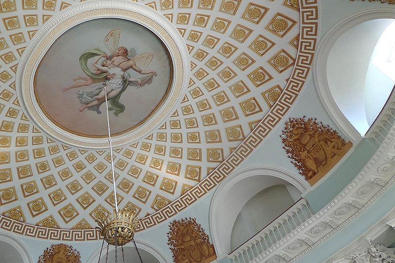 амур и психея в плафоне сферического купола овального зала