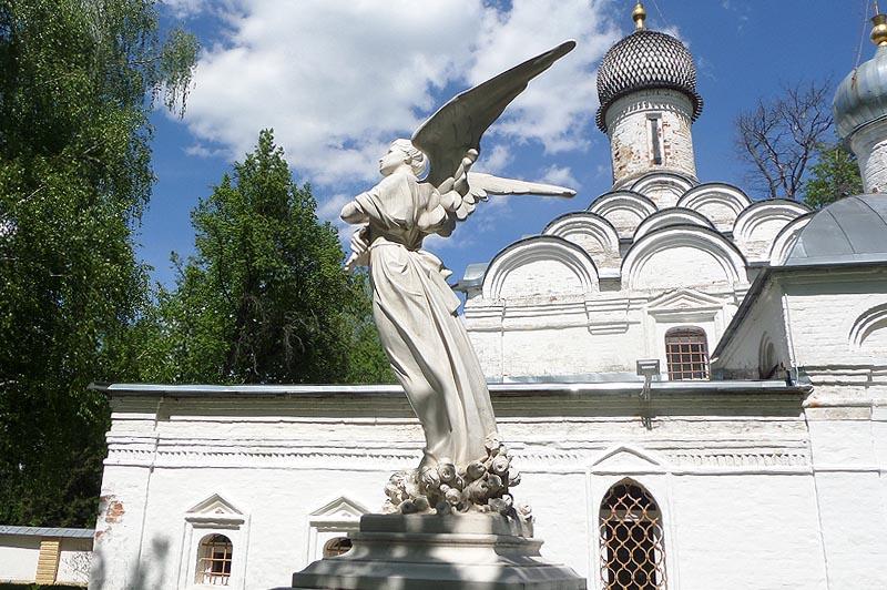 усадьба архангельское подле храма михаила архангела, покоится княжна татьяна