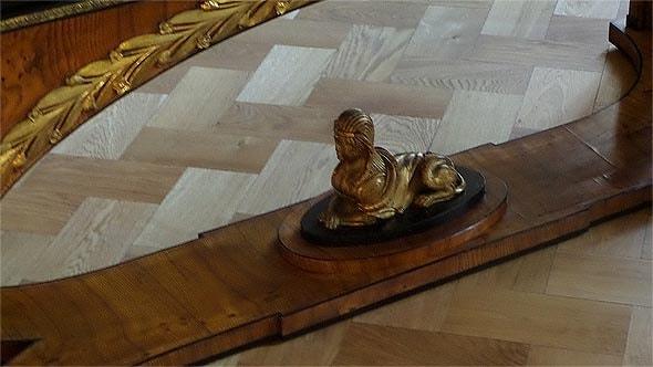сфинкс на проноге стола в кабинете князя