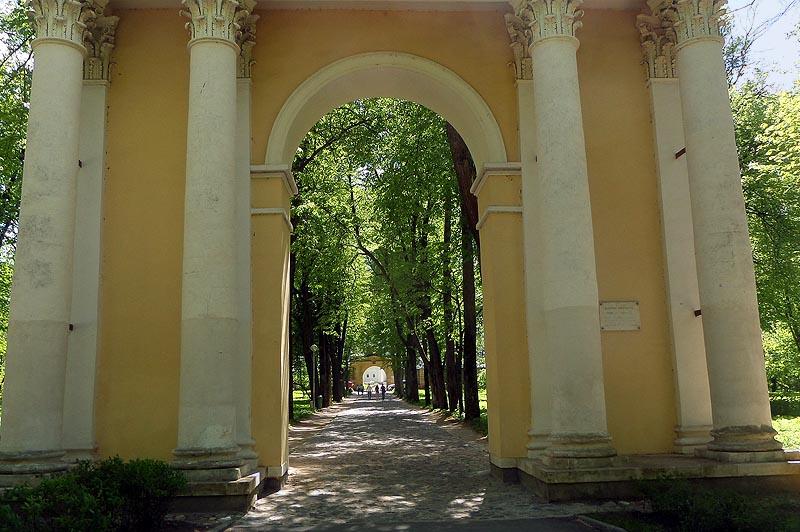 выходим из святых ворот архангельское