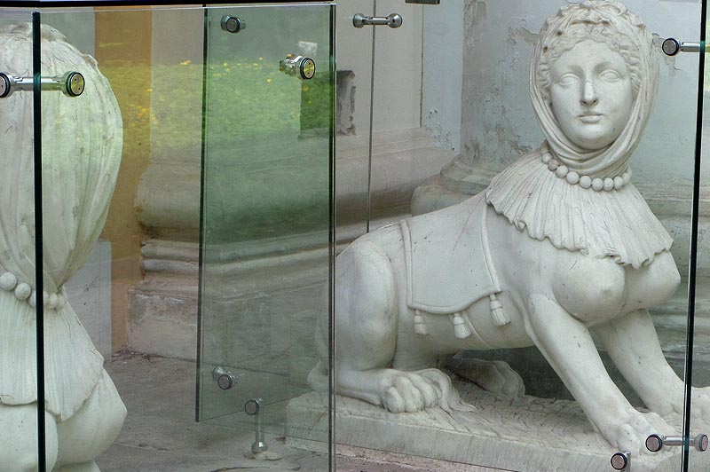 перед окнами кабинета князя