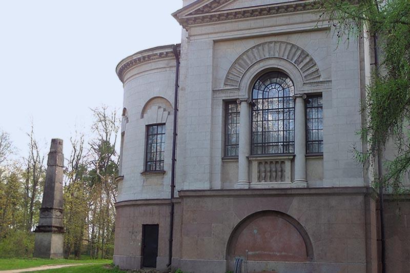 усадьба архангельское интересное здание и обелиск около него