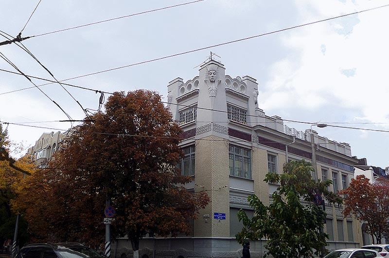 удивительный особняк скворцова в саратове с головой сфинкса на угловом фасаде