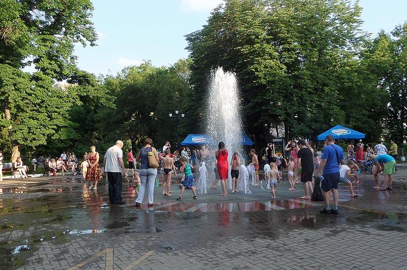 плоскостной фонтан в детском парке саратова