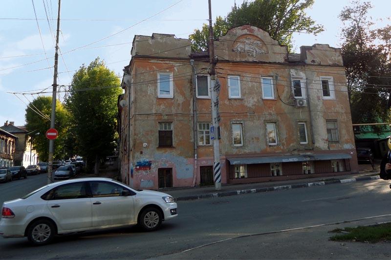 здание с загадочным саратовским сфинксом
