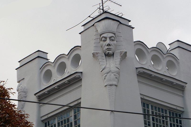 мифический родственник льва сфинкс на саратовском доме