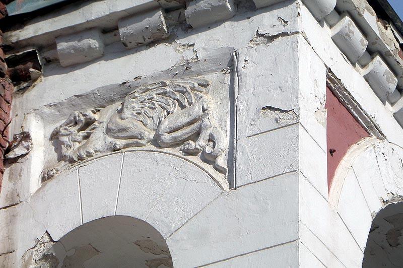 волшебный зверь на стене дома архитектора зыбина саратов