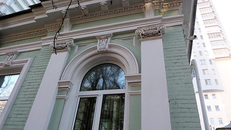 античный узор на фасаде