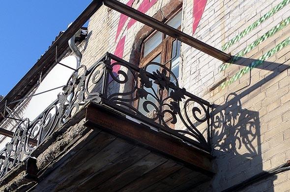 балкон саратовского особняка