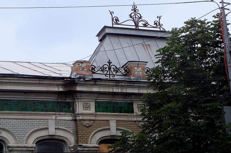 на саратовских зданиях шлифованный кирпич и глазурованные плитки