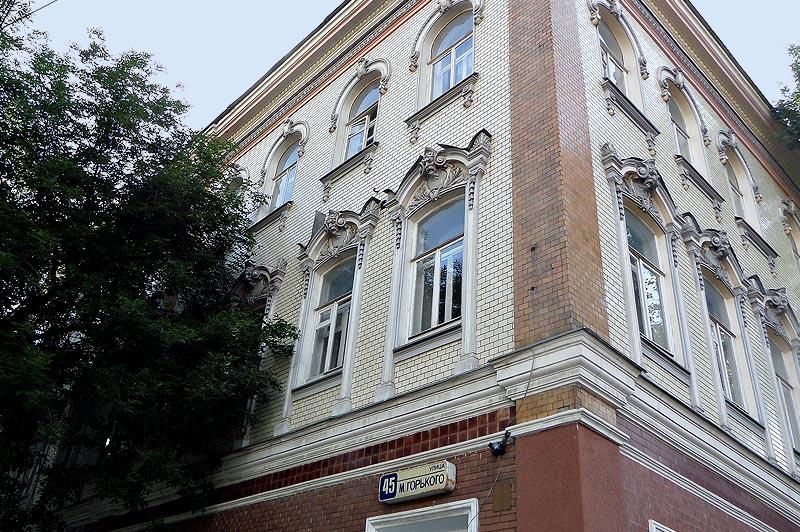 керамическая облицовка одного из саратовских зданий