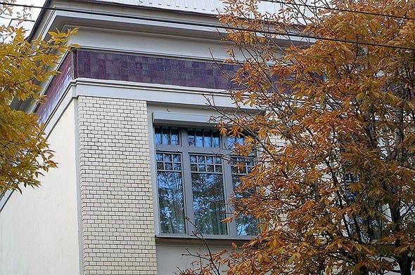 фиолетовая керамическая плитка особняка скворцова