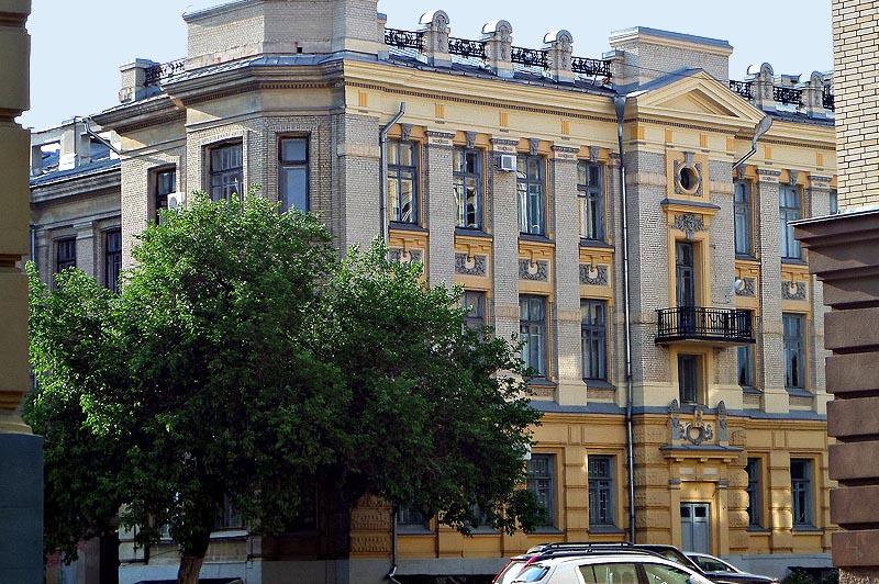 одно из зданий саратовского университета