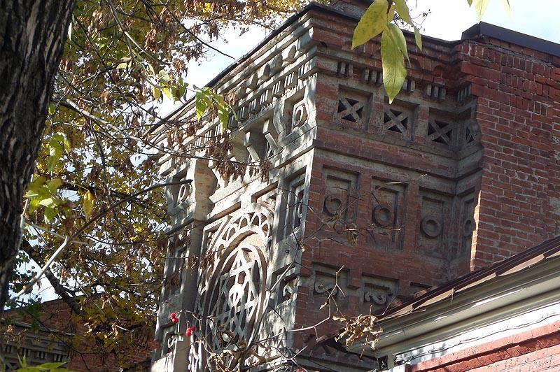 фрагмент каменной резьбы дома тилло саратов