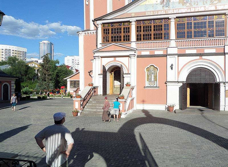 вид у троицкого собора в саратове