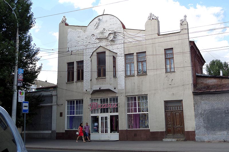 здание бывшего гаража иванова саратов